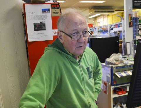 SAVNER INFORMASJON: Olav Thorvaldsen, eier av Kiwi Jaren, synes informasjonen fra Statens vegvesen om vegarbeidet ved riksveg 4 på Jaren, har vært for dårlig.