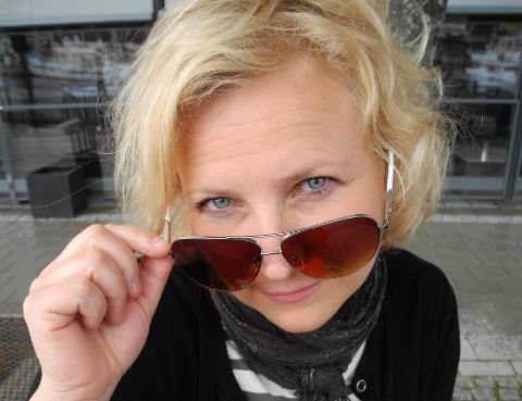 I KULTURSALEN: Anne Navestad for en halvtime å boltre seg på i Brygge kultursal før tre ganger Spellemanpris-vinner Ida Jenshus entrer scenen. – Vledig hyggelig å blir spurt om dette, sier Navestad.