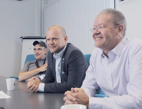 Enige: Frps Svein Erik Indbjo (t.v.), ordfører Arne-Christian Mohn og Høyre-gruppeleder Jarle Utne-Reitan er enige om å be staten se på grensen mellom Haugesund og Karmøy. I formannksapet er det bare SV som maner til å holde fingrene fra fatet.