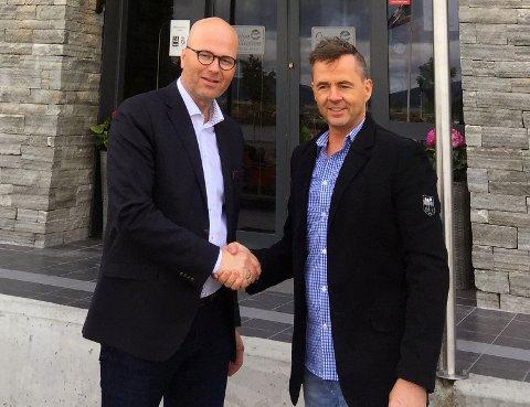 Styreleder for Syv Søstre Holding, Per B. Brochmann (t.v.) og  Odd Petter O. Leknes som representerer dagens eier av Hotel Kysten.