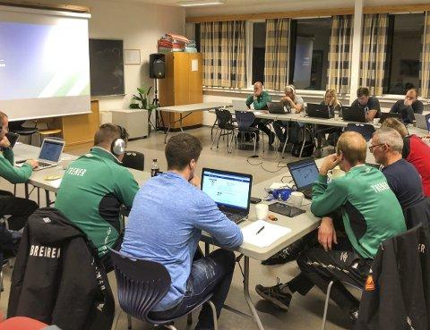 E-LÆRING: Det nye i Grasrottreneren er at deltakerne går gjennom et opplegg på nettet, som styres av kurslederen.