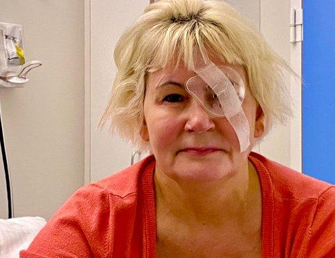 BESKYTTER ØYET: Benedicte Jaklin mistet først synet av en bakterieinfeksjon og hull i hornhinnen. Nå må det venstre øyet beskyttes godt mens behandlingen fortsetter.