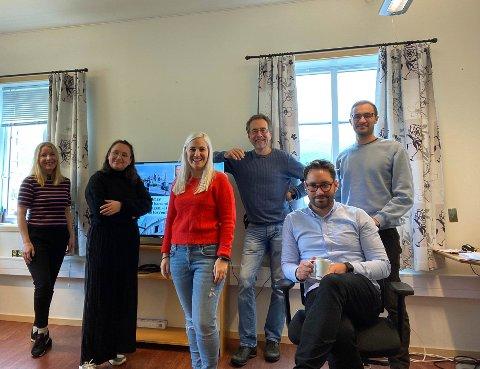 Kvinnheringen-redaksjonen: F.v.: Elisabeth Berg Hass, Gina E. Albrethson, Mona Grønningen, Jonn Karl Sætre, Peder Sjo Slettebø og Håvard Røyrvik.