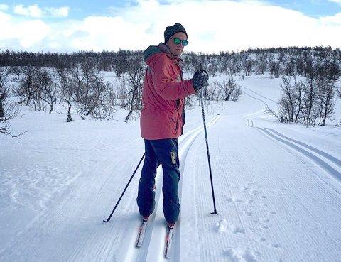 SKI: Det var en rareste påsken på lenge på Dagalifjell, men ifølge Reino Skjøtskift kom det en god ting ut av den. – Jeg fikk faktisk gått på ski i påsken, for første gang i «moderne» tid. Det er da noe, sier han.