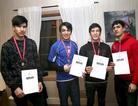 FIKK DIPLOM: Sabir Sahil (f.v.), Asil Kahn, Sina Baheri og Mohammad Rezavi med diplom som beviser innsatsen.