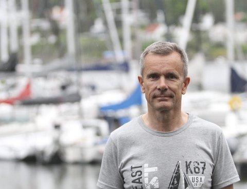 GIR ALT FOR SEILING: Eivind Bakke er leder i Bundefjorden Seilforening, og bruker stort sett all fritid på idretten han elsker.