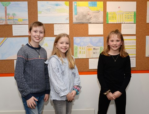 Tre stolte Manglerud-kunstnere: f.v. Marius Helland, Mie Ingeborg Hoem og Ella Nordshus Jøssing