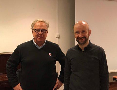 TI MILLIONER: Etter initiativ fra SNN har NFF og SNN blitt enig om å ta grep for å forhindre gummigranulat på avveie fra kunstgressbanene i Norg-Norge. Fra venstre: Geirfinn Kvalheim fra NFF og Geir Bakkevoll fra SNN.