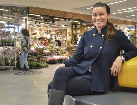 VEKST: Senterleder Anniken VictoriaStaalnacke på Amfi Raufoss er stolt over omsetningsveksten.