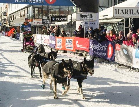 Jan Kåre Heiberg og hundene hans på vei mot mål i Finnmarksløpet i fjor.