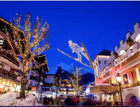 EKSEMPEL: Slik pryder Seefeld sine gater midt på vinteren. Det samme selskapet skal nå levere lysdesign til Beitostølen.