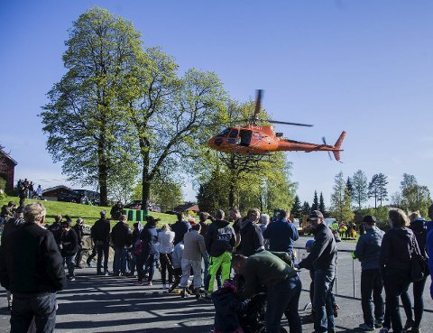 Åpnet dørene: Helikopterfirmaet Nor Aviation åpnet dørene til helikopterbasen på Holstad onsdag, for at folk skulle få et innblikk i hva de driver med.ALLE FOTO: Eskild Gausemel Berge