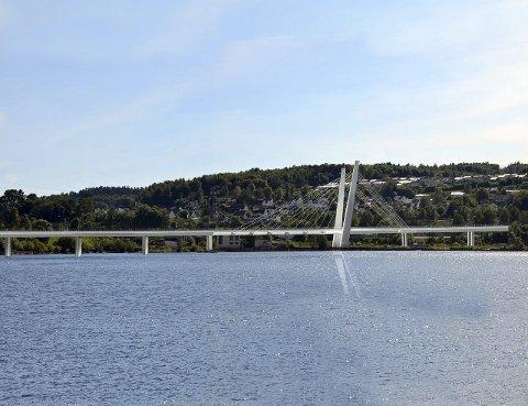 Et landemerke: Farrisbrua blir et spektakulært innslag ved Farriseidet. Illustrasjon: Statens vegvesen