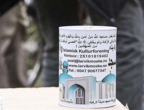 Sparebøsser: Mange tusen av disse sparebøssene er delt ut til muslimer over hele Norge.