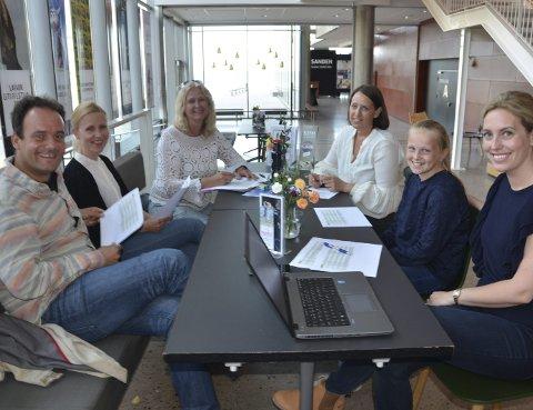 I boks: Arrangementskomite og programleder med siste forberedelser: Fra venstre: Olav Rønneberg, Hege Wold Midtgaard, Kristin Onshus, Anne Andersen og Christine Heggem Blomquist.