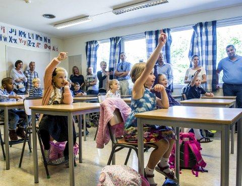 MÅ SPARE: Skolene i Larvik må gå på sparebluss i høst etter at det ble brukt 11,5 millioner mer enn budsjettert i vår. Blant annet er 30 stillinger borte.