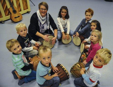 Øvelse: Erling, Franciszek, Trygve, Maja, Jonas, Kaja, June og Timmy øvde ivrig sammen med lærer Sølvi Lysnes for et par år siden.