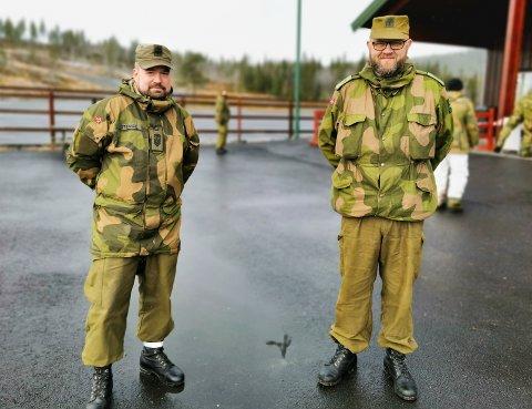 PÅ ØVELSE: Jon Anders Strand (til venstre) og Stian André Høibråten mener HV-soldatene har hatt gode treningsdager på Lygna.