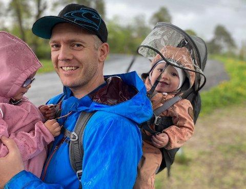NY JOBB: - Utrolig moro å få sjansen, sier Thomas A. Simonsen. Her er han sammen med døtrene Ellinor (3) og Nathalie (1).