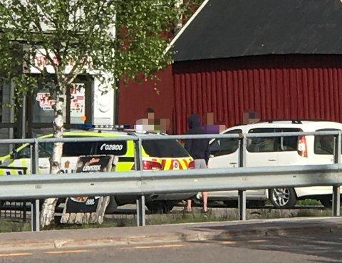 AKSJONERTE: Politiet aksjonerte mot spisestedet etter flere henvendelser om urovekkende virksomhet. Det endte blant annet med at en person ble pågrepet.