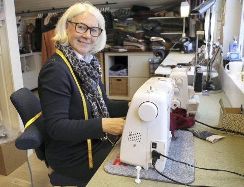TRAVEL FØRJULSTID: Rita Ravnvik syr for harde livet nå i førjulstida.