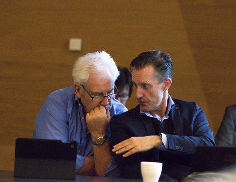 AVBALANSERT: Børre Pettersen (Ap)(t.v.) og Håvard Vestgren (H) har tatt med seg konstruktive tilbakemeldinger fra formannskapet i Røyken til fellesnemnda.