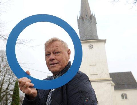 BLÅ SIRKEL: Det er logoen til verdens diabetesdag, og leder i Diabetesforbundet Sandefjord, Øyvind Kristiansen oppfordrer deg til å sjekke blodsukkeret ditt på Hvaltorvet lørdag.