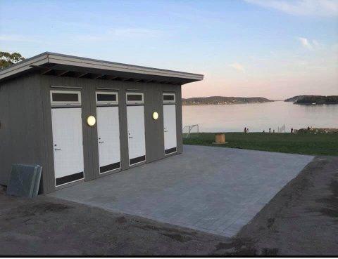 STENGT: Toaletter ved den populære stranda er stengt denne helga.