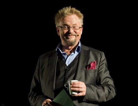 - Jeg kan røpe at jeg må utvise en god porsjon selvironi for å gjennomføre denne rollen, sier Dennis Storhøi.