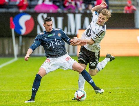 Rosenborgs Fredrik Midtsjø (t.h) og Florent Hanin fra Godset da de to lagene møttes på Lerkendal i april. Da endte det 1-1, og vi tror Strømsgodset kan spenne bein for trønderne igjen!