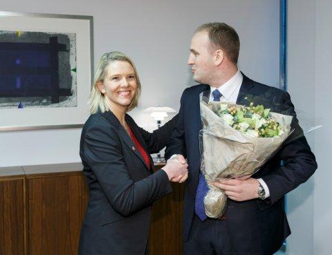 Jon Georg Dale (Frp) ble ny landbruksminister og fikk nøkkelen av partikollega Sylvi Listhaug 16. desember for to år siden.