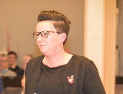 Åse Kristina Heien (SV) fikk flertall i kommunestyret med sin oppfordring om å evakuere barn fra Moria-leiren nå.