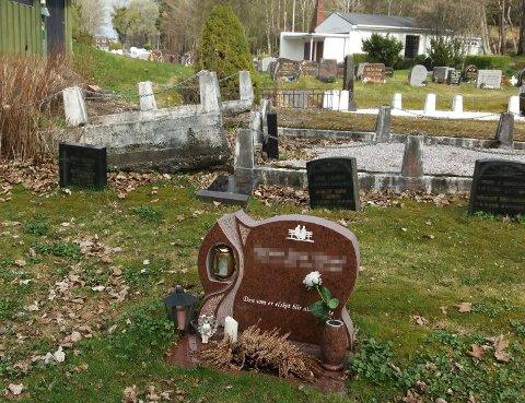 Oskar Myrseth sendte med dette bildet da han henvendte seg til Tidens Krav angående Nordlandet gravsted. Navnene på gravsteinene er sladdet på grunn av hensyn til pårørende.