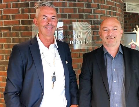 Avdelingsbanksjef Meier Brevik (fra venstre) og adm. banksjef Jonny Engdahl i Sunndal Sparebank.