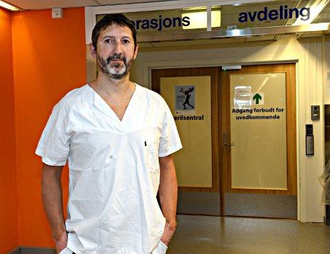 Øyvind Håberg ved sykehuset i Kristiansund er en av 10 i Norge med europeisk diplom innen håndkirurgi.