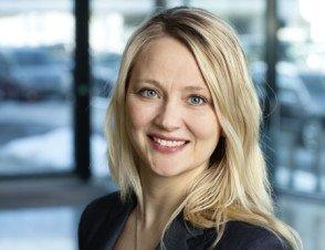 Kommunikasjonssjef i VW, Anita Svanes, sier at enkelte prisjusteringer fra fabrikk eller økte fraktkostnader er eksempel på faktorer som tas med når prisene for 2017 settes.