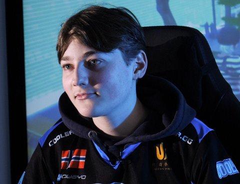 M10 ESPORTS: Emil August «Nyhrox» Pedersen er verdensmester i det populære spillet «Fortnite». Nå skal han inn i e-sportsklubben «M10 Esports».