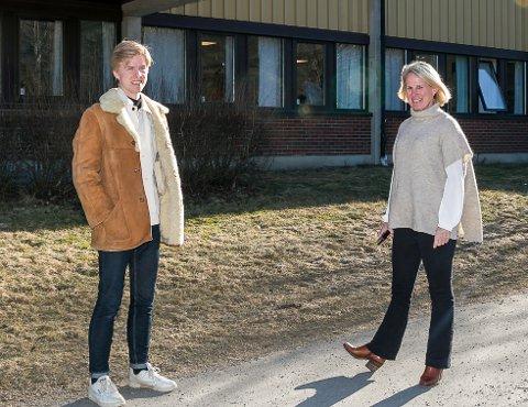 Skolesamtale: Høyres kommunestyrerepresentant Tage Slind Jensen og rektor Annika Nordlund ved Nesodden videregående er enig i at det er bra at 89 prosent av elevene fullfører utdannelsesløpet ved skolen, men de hadde likevel mye å snakke om da de møttes for å diskutere frafall. Alle foto: Staale Reier Guttormsen