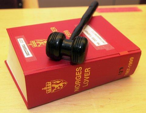 Mannen i 50-årene risikerer lang straff om han finnes skyldig i retten.