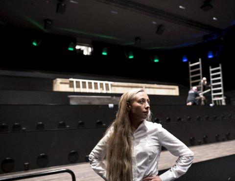 Kinosjef på Lagunen Kino, Silje Storrud mener at en kinotur kan sammenlignes med å gå i teateret eller operaen. Nå venter hun i spenning på svar fra kommunen om Lagunen Kino får skjenkebevilling og får åpne sin splitter nye bar.
