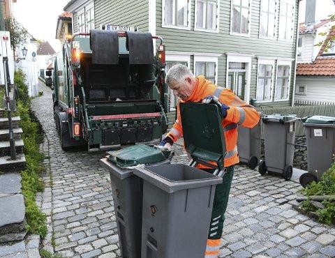 Renovatør Per Størksen har kjørt bossbil i Bergen sentrum de                           siste tre og et halvt årene og er lommekjent i smitt og smau. Med den elektriske bossbilen kan han ta seg frem selv i de smaleste bakgatene.