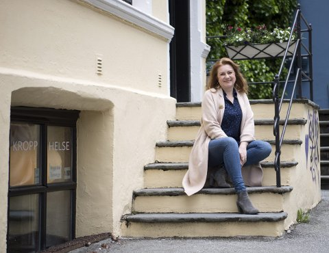Solrun Toft Iversen er sjef for Hordland teater og gleder seg til ferie. – Jeg har bare så mye jeg skulle gjort før jeg kan ta meg fri. FOTO: ANDERS KJØLEN