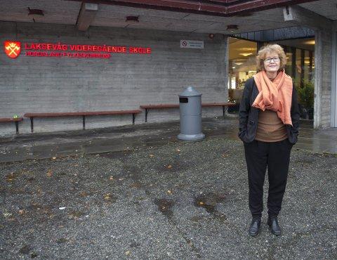 OPPGITT: Rektor Tove Føsund forstår at den nye fylket har dårlig råd, men mener det er en dårlig idé å ødelegge skoletilbudet på Laksevåg. FOTO: ARNE RISTESUND