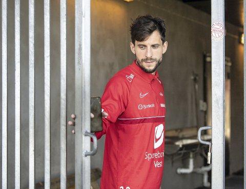 Når Brann-trener Eirik Horneland skal gjøre bytter underveis i kampene, er det Daniel Pedersen som ryker først. Det er en ny situasjon for Branns kaptein.