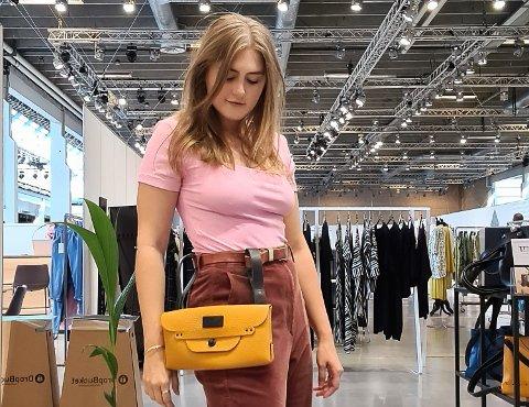 I KØBENHAVN: Courtney Marles tok med seg veskene sine fra Modum til Copenhagen Fashion Week i august.