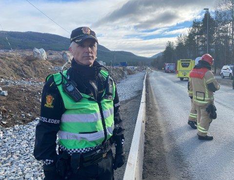 ULUKKE: Innsatsleiar Svein Inge Krogh Harberg fortel at det var sju personar i dei fem bilane som var involvert i ulukka.