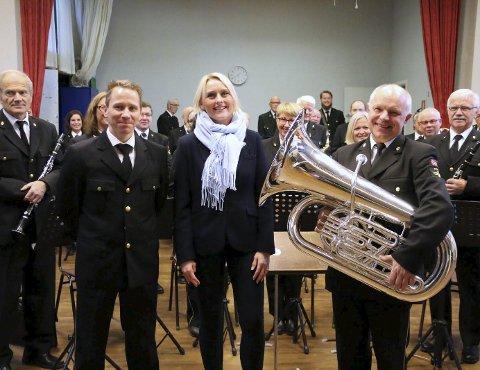 Julaften på forskudd: Gaute, Line og en lykkelig nyskodd Per Harald Hansen. Foto: Monia Buyle