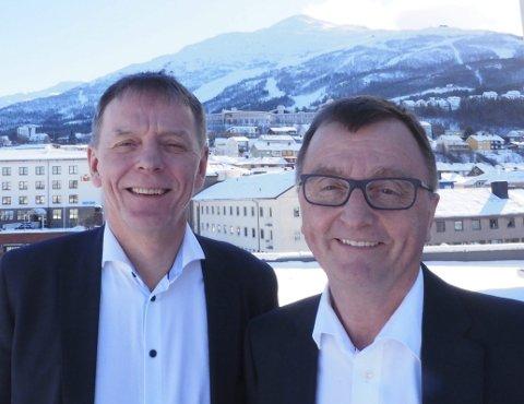 Kan smile: Banksjef Elling Berntsen og Forte-direktør Roger Bergersen kan begge glede seg over et solid resultat i Sparebanken Narvik. 20 millioner kroner overføres til stiftelsen Forte Narvik som har Narvikfjellet som et av sine hovedsatsingsområder. Foto: Terje Næsje