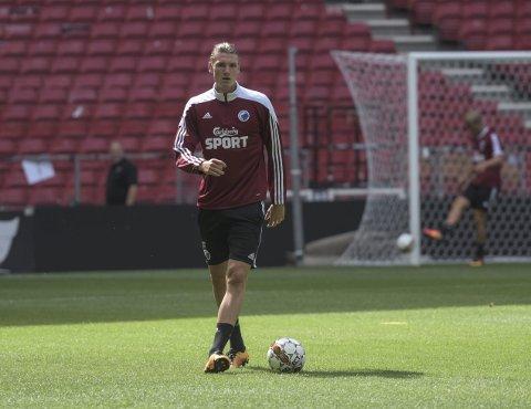 TRENING: Julian på trening i Parken med resten av stjernegalleriet til FCK.
