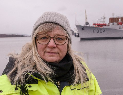 DRIFTSSJEF: Bente Levin, Horten havnevesen, venter på at asfaltleverandører skal få tid til å komme til Horten. Det er nemlig ikke bare her det er store huller i asfalten.